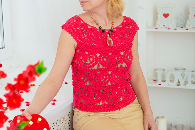 Crochet top with heart motifs